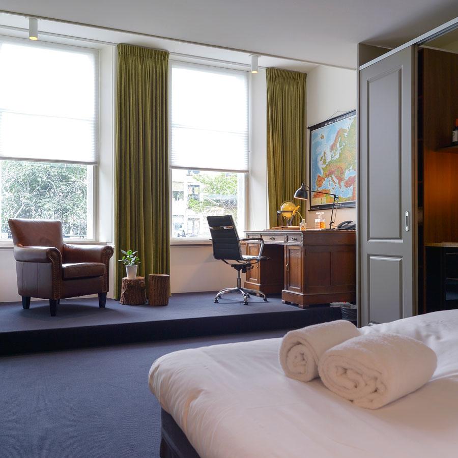 Hotelkamer met uitzicht gracht