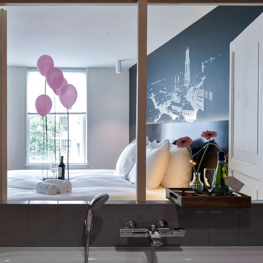 Hotelkamer met bad