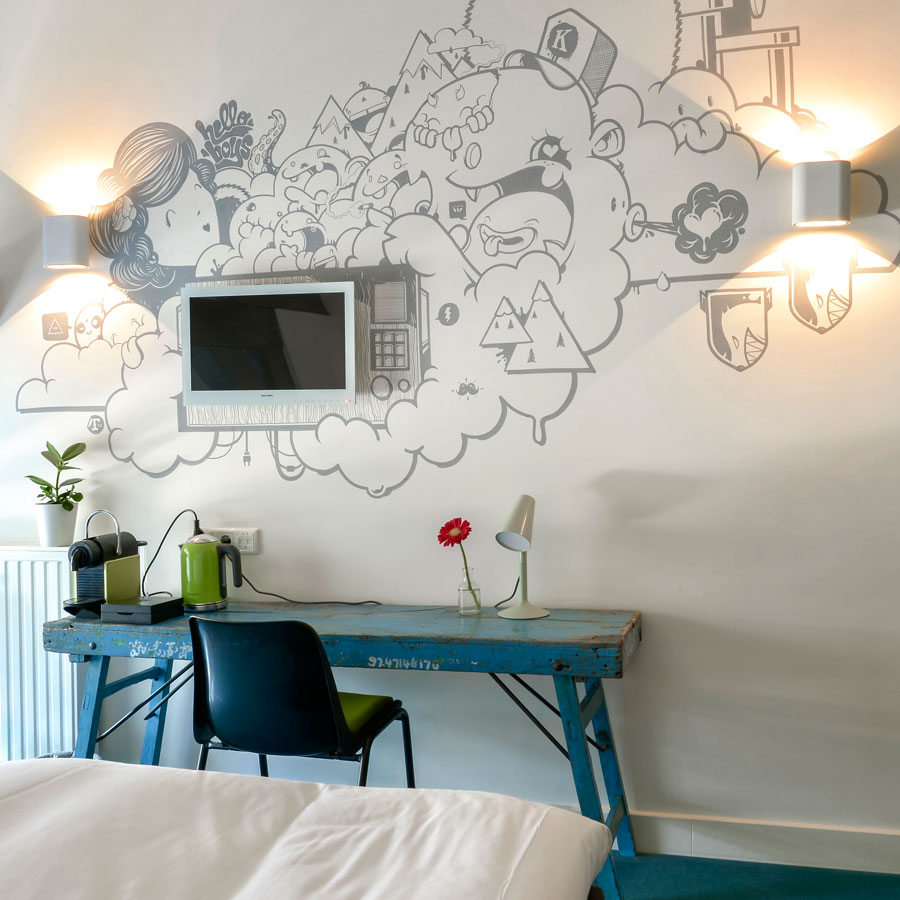 Funky muurtekening in de Comfortabel Medium kamer